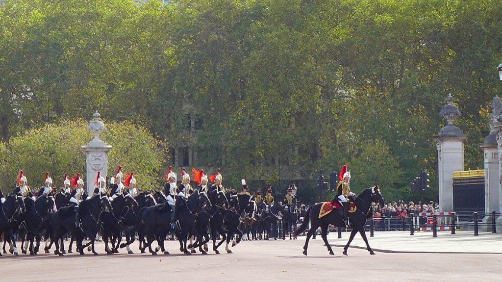 バッキンガム宮殿の迎賓パレード
